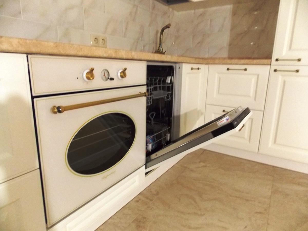 Белый кухонный гарнитур-Кухня МДФ в эмали «Модель 31»-фото4