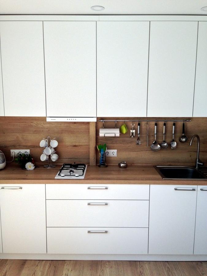 Белый кухонный гарнитур-Кухня МДФ в ПВХ «Модель 121»-фото1