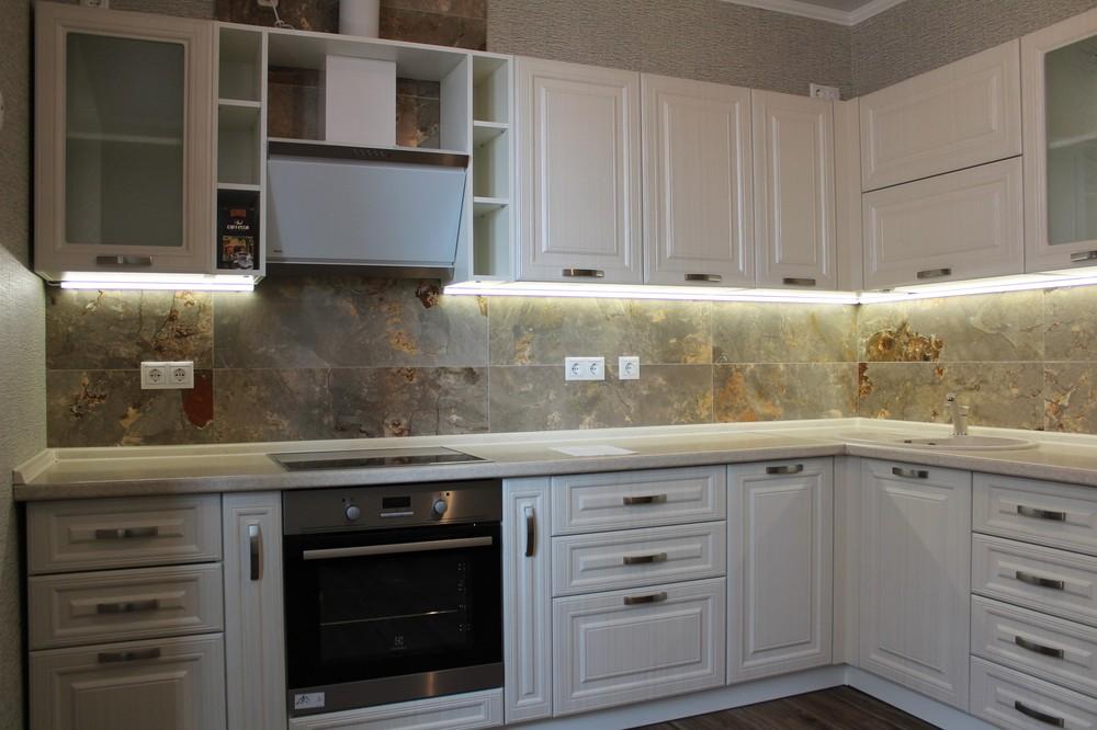 Белый кухонный гарнитур-Кухня МДФ в ПВХ «Модель 232»-фото1