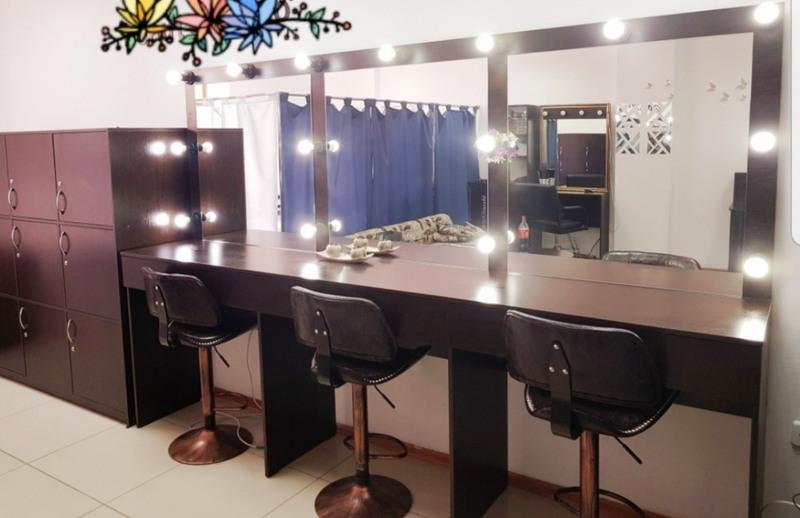 Торговая мебель-Мебель для салона «Модель 99»-фото1