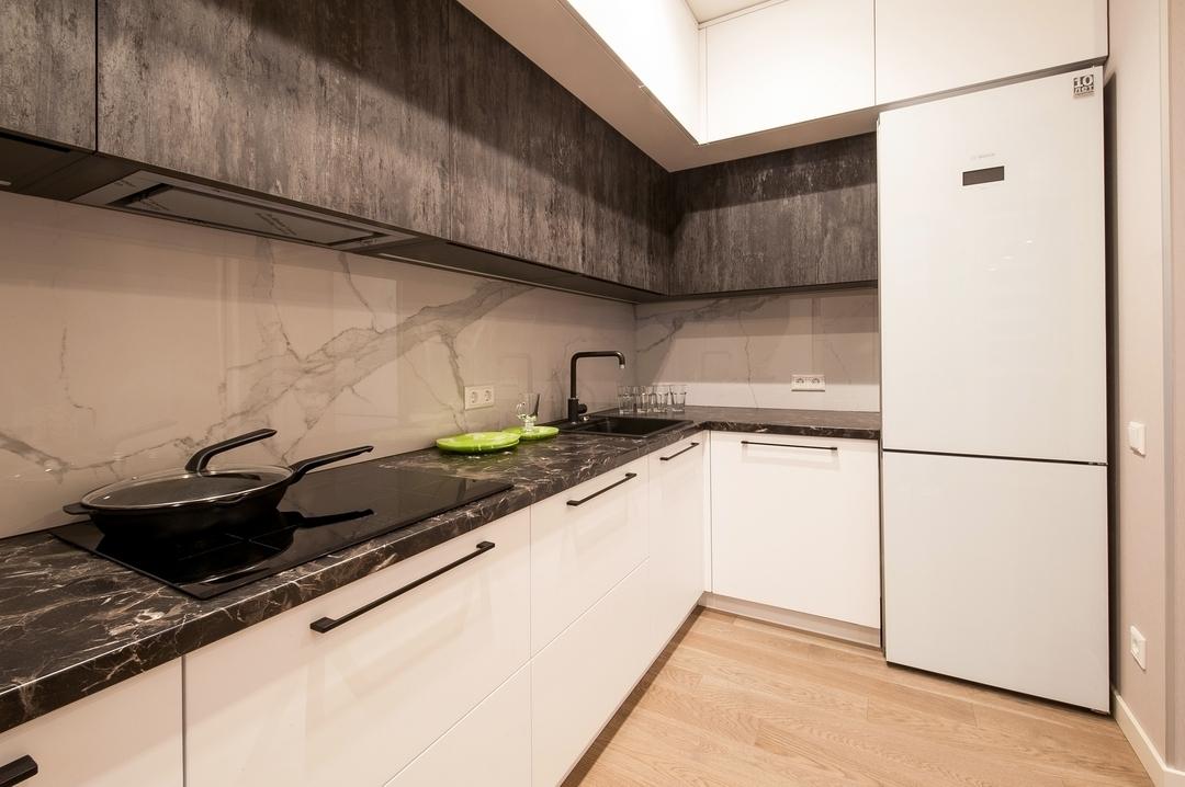 Белый кухонный гарнитур-Кухня из пластика «Модель 611»-фото2