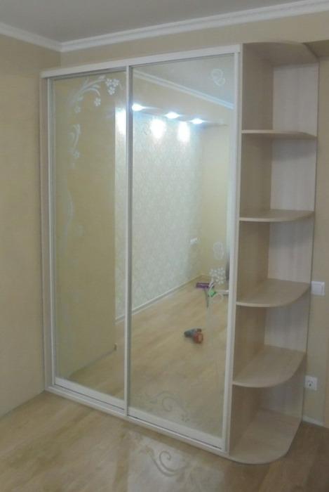 Встроенные шкафы-купе-Шкаф-купе с зеркалом «Модель 79»-фото1
