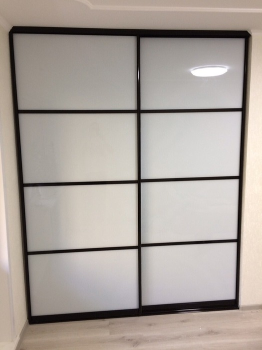 Белые шкафы-купе-Шкаф-купе из стекла с Oracal «Модель 75»-фото1